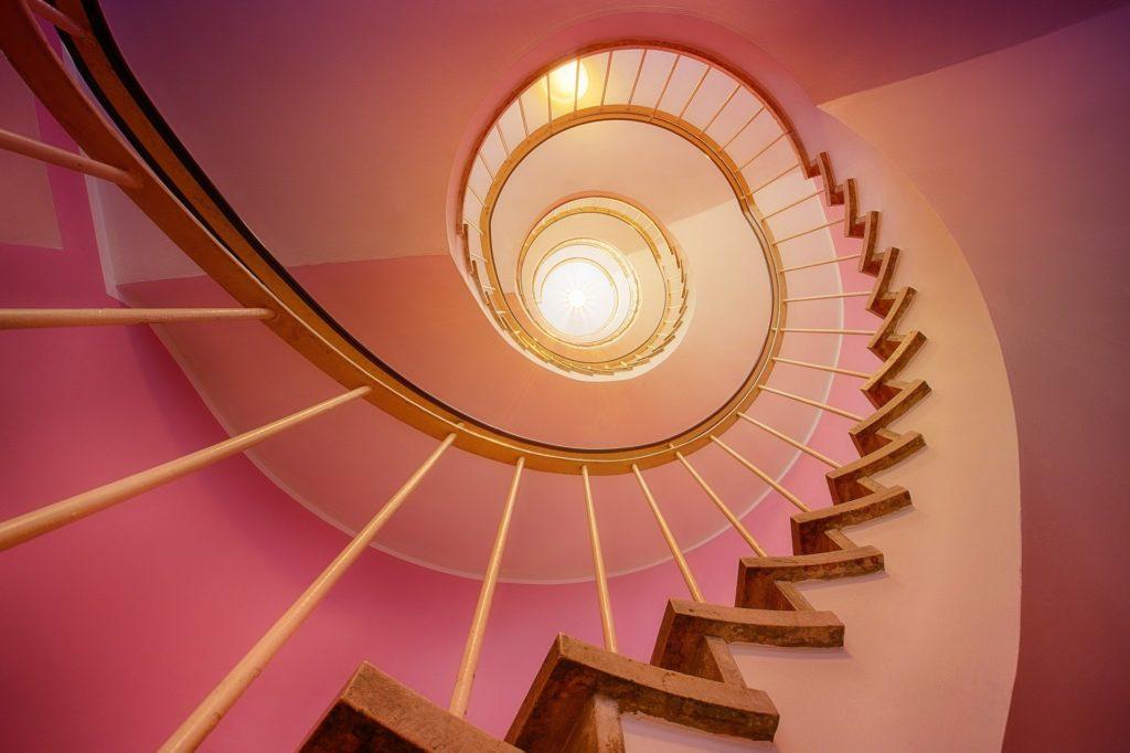 階段 キャリアアップ ステップアップ